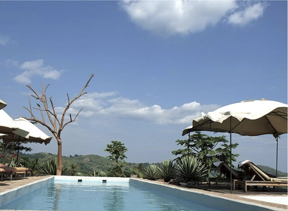 papaya lake lodge swimming pool used during chimp and gorilla photo safari